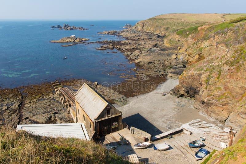 Het Cornwall Engeland het UK van het Hagedisschiereiland zuiden van Helston in de zomer op kalme blauwe overzeese hemeldag royalty-vrije stock fotografie