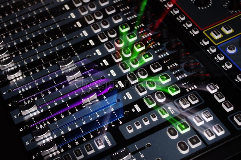 Het correcte Systeem van de Mixer met het Licht van het Gezoem stock fotografie
