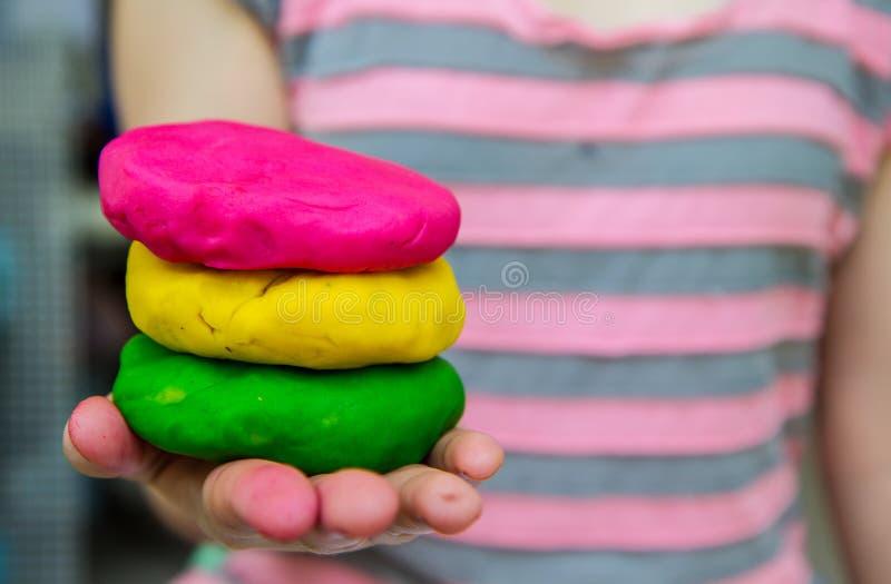 Kleurrijke plasticine op hand royalty-vrije stock afbeelding