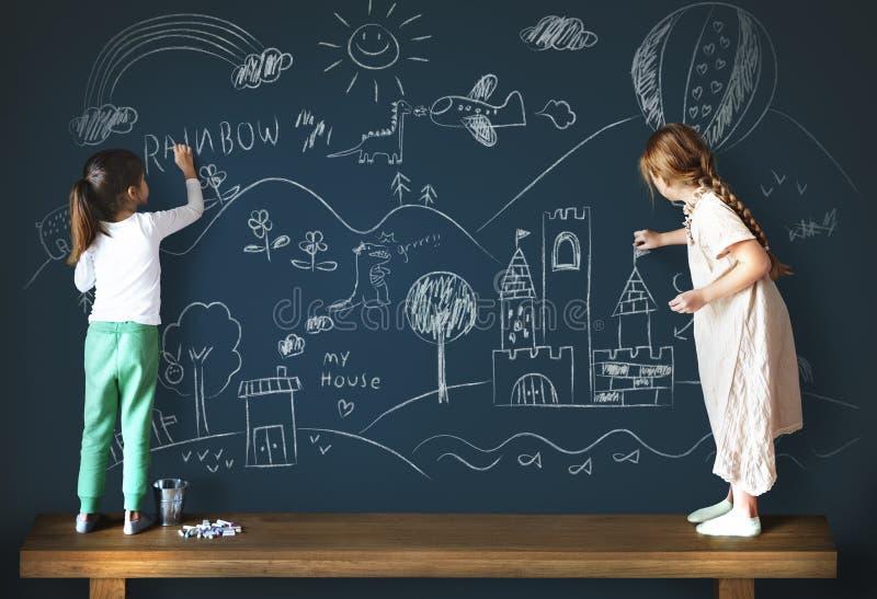 Het creatieve Concept van het het Meisjesbord van de Tekeningsverbeelding stock afbeeldingen