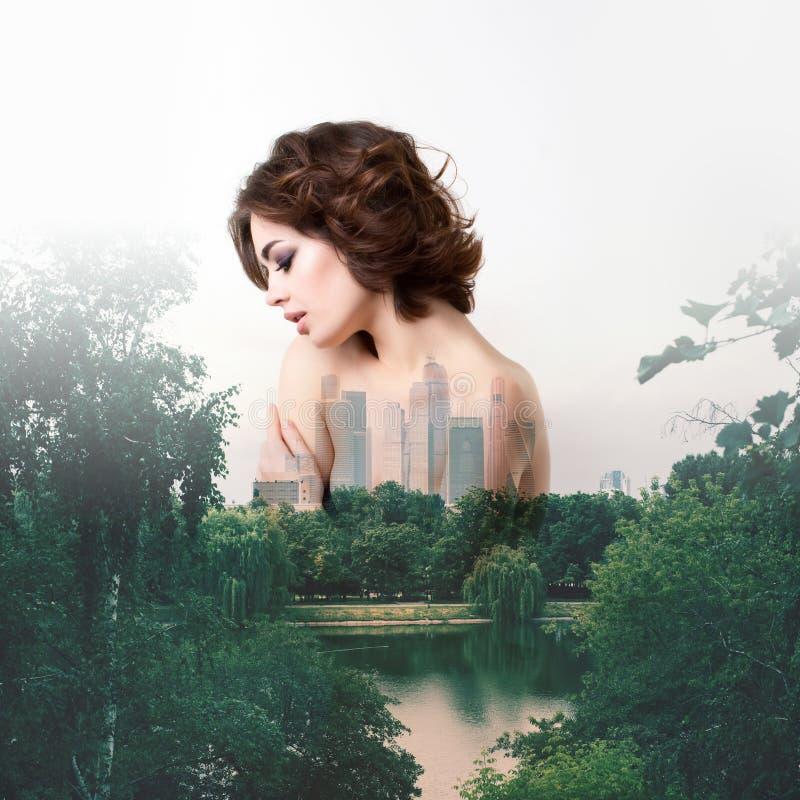 Het creatieve effect van de portret dubbele blootstelling ecologie stock afbeeldingen