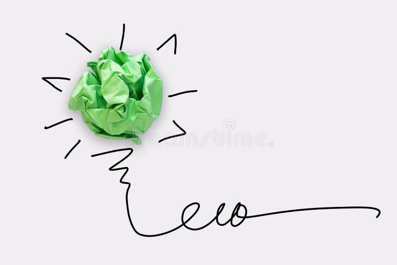 Het creatieve Idee voor ECO bewaart Energieconcept, Machts Groene Innovatie en Bedrijfs Succesvol Concept Document lightbulb Ontw royalty-vrije stock foto