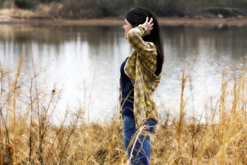 Het dagdromen van de vrouw door het water royalty-vrije stock afbeeldingen