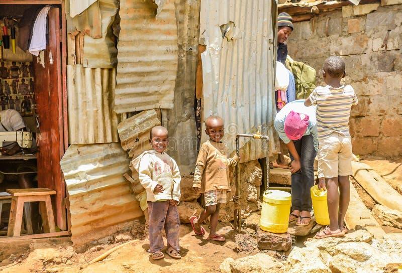 Het dagelijkse leven van Kinderen van Kibera-Krottenwijk in Nairobi, Kenia royalty-vrije stock foto