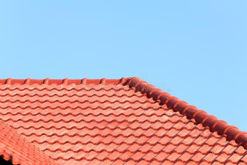 Download Het Dak In Aanbouw Met Stapels Daktegels Voor Huis Bouwt Stock Foto - Afbeelding bestaande uit buitenkant, structuur: 39115588