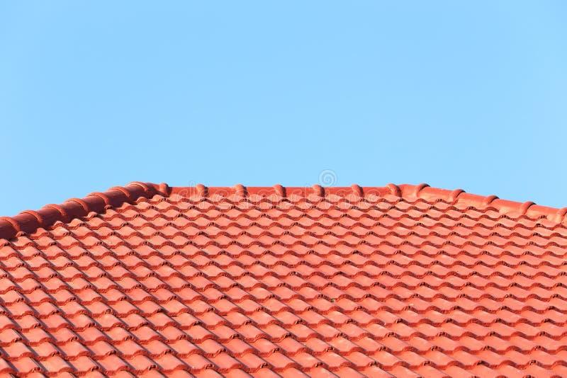 Download Het Dak In Aanbouw Met Stapels Daktegels Voor Huis Bouwt Stock Afbeelding - Afbeelding bestaande uit arbeider, woon: 39115603