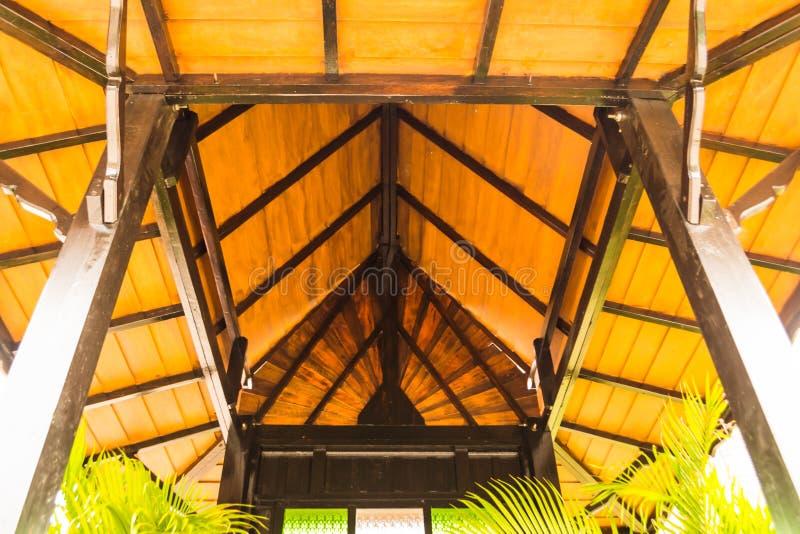 Het dak in de tuin stock afbeelding