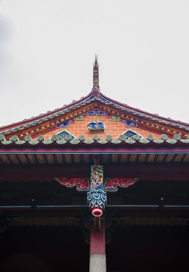 Het dak van een oude tempel stock foto's