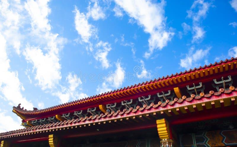 het dak van een oude tempel stock fotografie