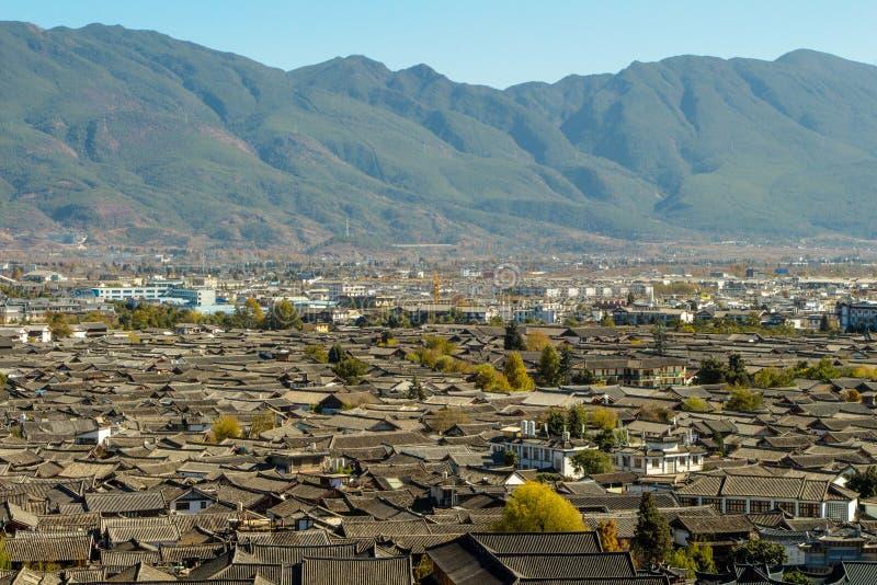 Het dak van Lijiang-de Mening van de Stadsberg royalty-vrije stock foto's