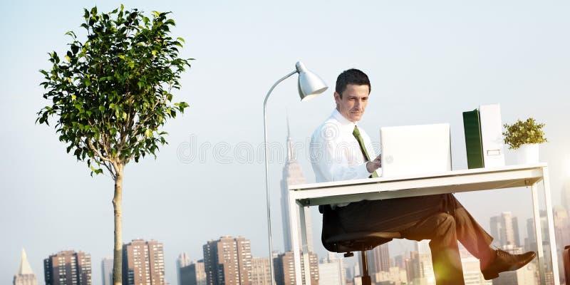 Het Dakconcept van het bedrijfsmensen Groen Bureau royalty-vrije stock fotografie