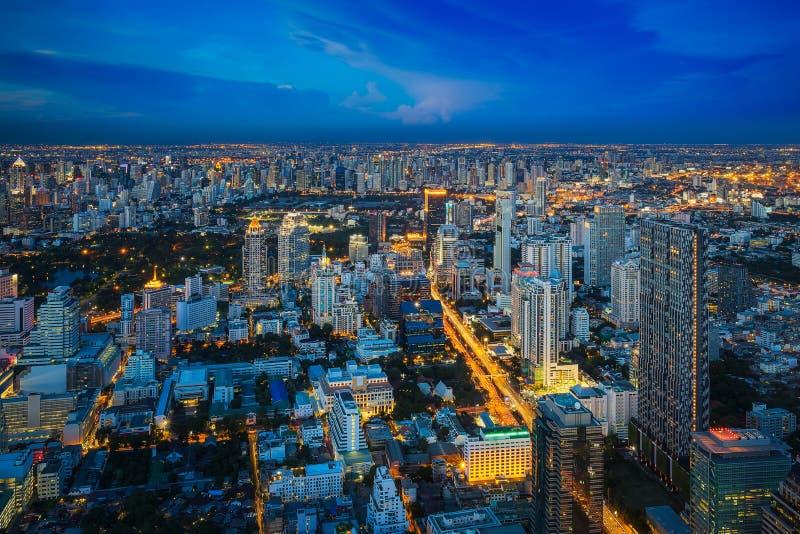 Het dakgezichtspunt van Mahanakorn-de bouw ziet de stad van Bangkok stock foto