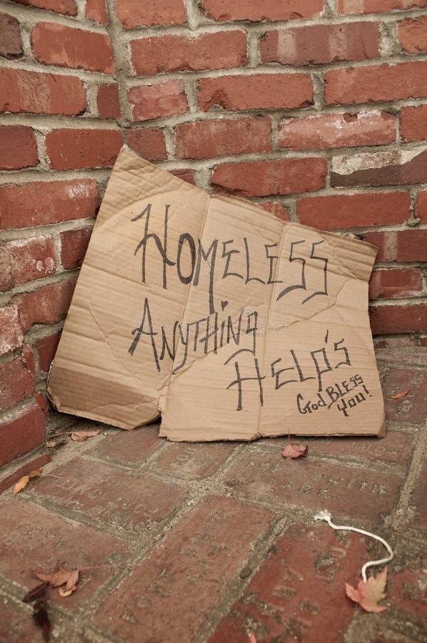 Het dakloze Teken van Kartonpanhandling royalty-vrije stock foto's