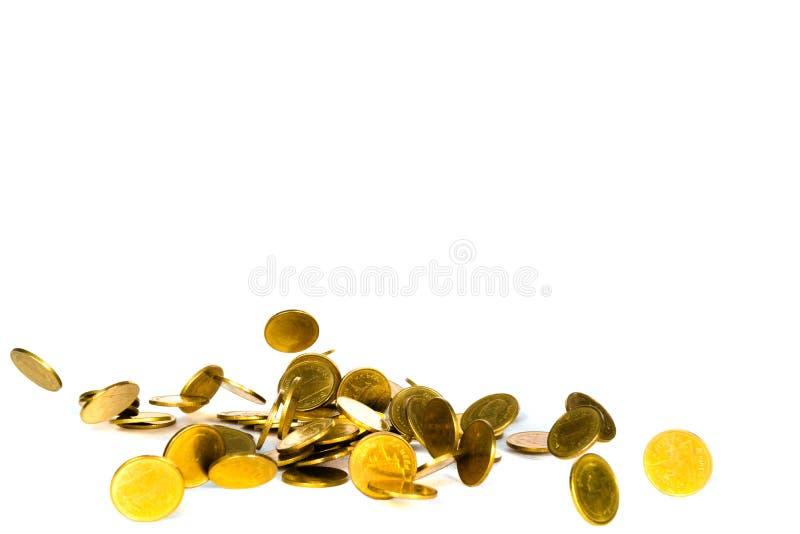 Het dalende gouden muntstuk, vliegend muntstuk, regengeld isoleerde op witte achtergrond, zaken en financi?le rijkdom en neemt wi royalty-vrije stock foto