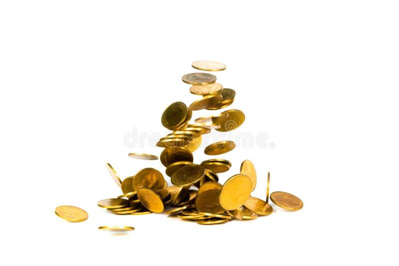 Het dalende gouden muntstuk, vliegend muntstuk, regengeld isoleerde op witte achtergrond, zaken en financi?le rijkdom en neemt wi royalty-vrije stock fotografie