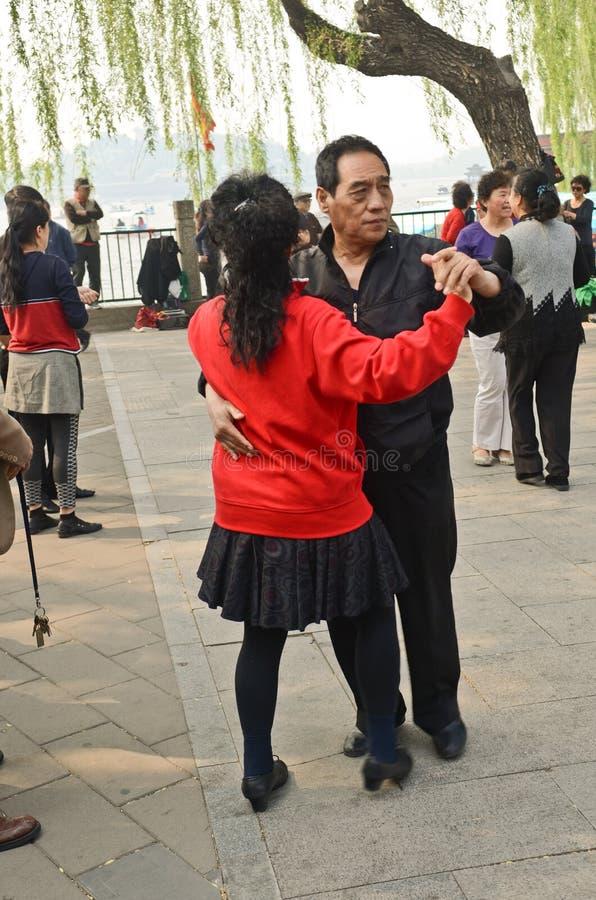 Het dansen in Beiahi-park stock afbeeldingen