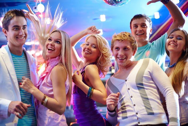 Het dansen bij partij stock fotografie