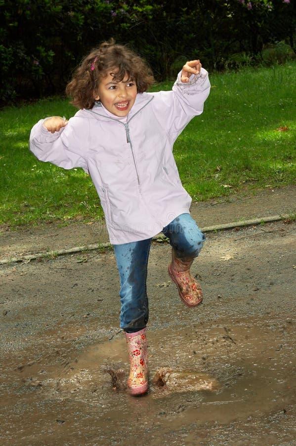 Het dansen in de modder stock afbeelding