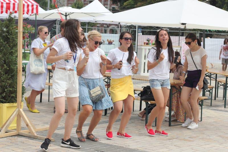 Het dansen in de straat royalty-vrije stock foto's