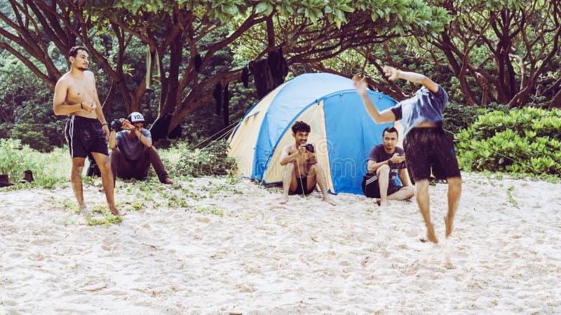 Het dansen in het strand royalty-vrije stock foto's