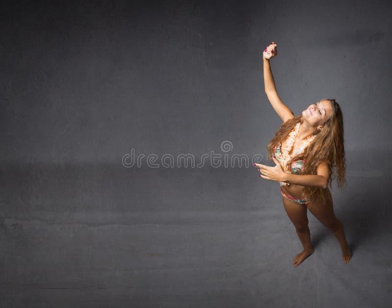 Het dansen tango met virtuele partner stock fotografie