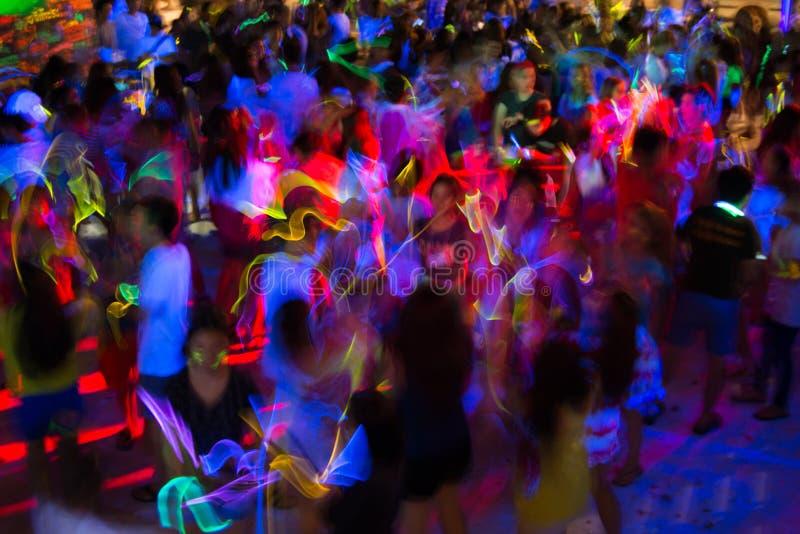 Het dansen trucs in geel royalty-vrije stock foto's