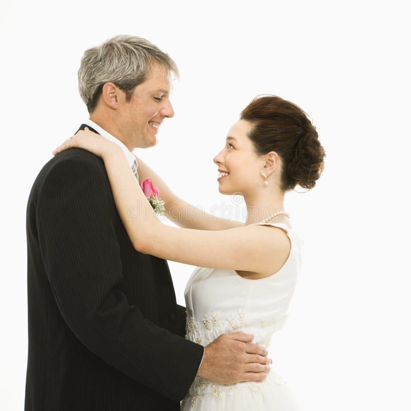Het dansen van de bruid en van de bruidegom. royalty-vrije stock afbeelding
