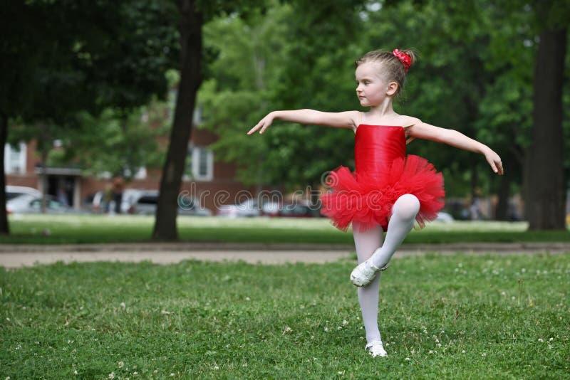Het dansen van het meisje royalty-vrije stock afbeelding