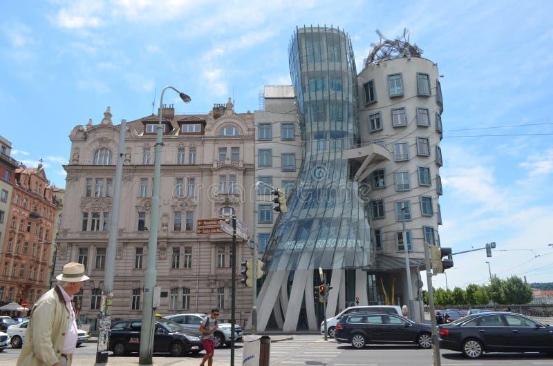 Het Dansende Huis in Praag stock foto's