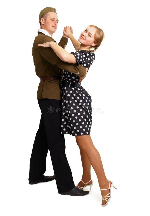 Het dansende paar kleedde zich in jaren '60 stock foto