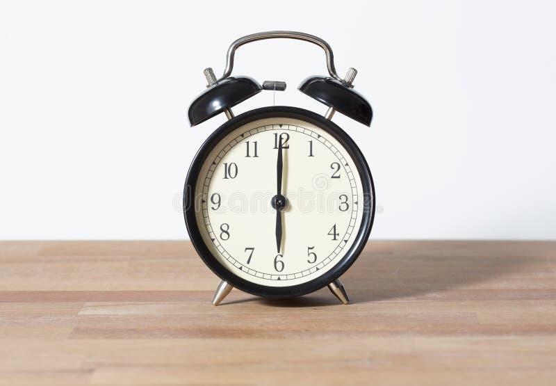 Het is de klok van zes o ` stock afbeelding