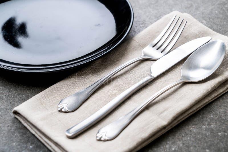 het de lege vork en mes van de plaatlepel royalty-vrije stock foto