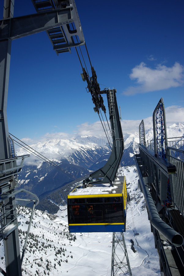 Het de liftpanorama van de berg maakte na poederdag stock fotografie