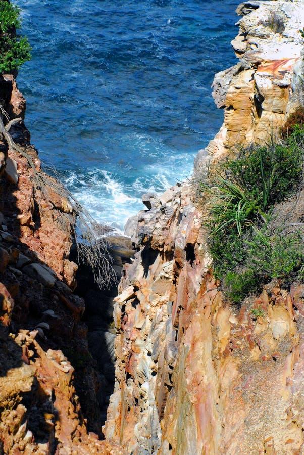Het de Mooie Klip en Overzees van Australië in het Koninklijke Nationale Park stock fotografie