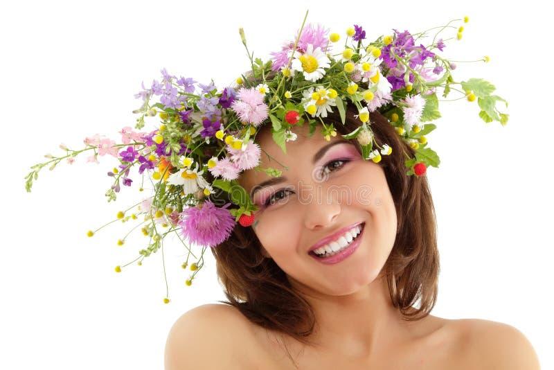 Het de schoonheidsgezicht van de vrouw met de wildernis van het de zomergebied bloeit stock afbeeldingen