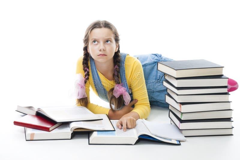 Het de tienermeisje van Clewer legt met boeken stock foto's
