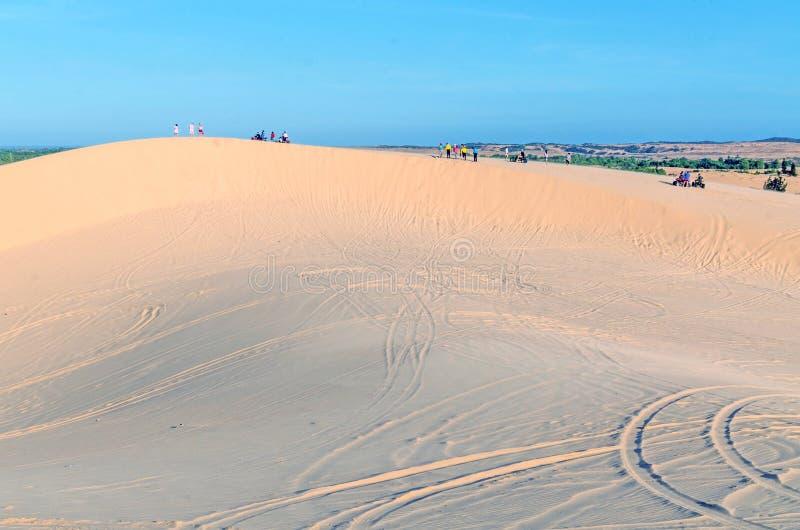 het de witte woestijn en meer van het zandduin in Mui Ne, Vietnam, Zuidoosten zoals royalty-vrije stock afbeeldingen