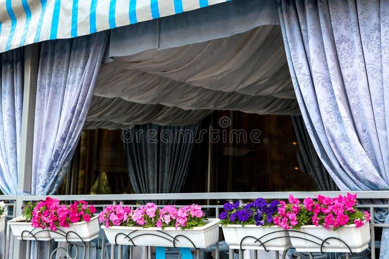 het decor wordt gedrapeerd met textiel op het plafond royalty-vrije stock fotografie