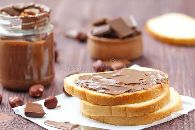 Het deeg van de chocoladenoot met brood royalty-vrije stock foto's