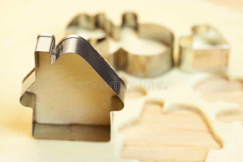 Het deegsneeuwman van de besnoeiing, huis, hart stock afbeelding