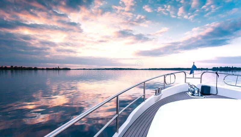 Het dek van het luxejacht stock fotografie