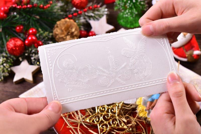 Het delen met het wafeltje van de Kerstmisvooravond royalty-vrije stock fotografie