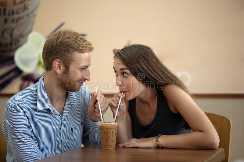 Het delen van milkshake royalty-vrije stock foto's