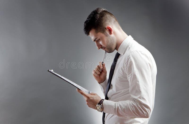Het denken van de zakenman stock foto
