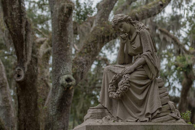 Het denken van Vrouwenstandbeeld in Bonaventure stock foto