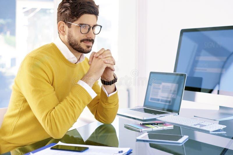 Het denken zakenmanportret stock foto