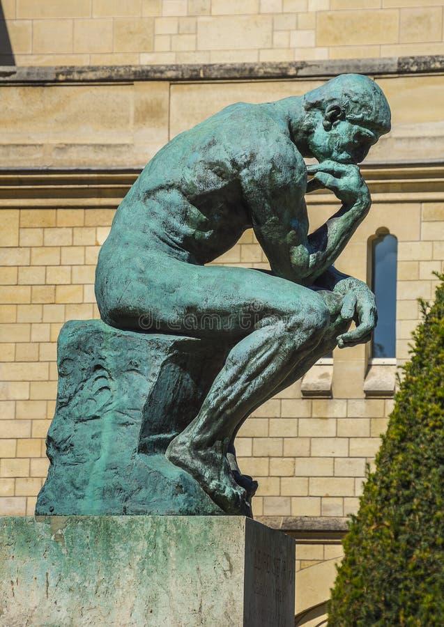 Het denkerbeeldhouwwerk Rodin Museum, Parijs, Frankrijk stock foto