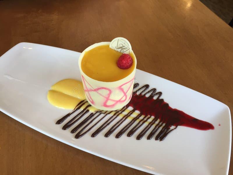 Het dessert van de passievruchtframboos royalty-vrije stock afbeeldingen