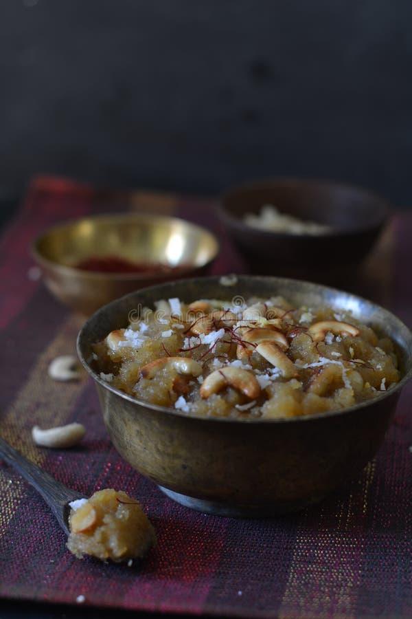 Het dessert van halwa/indian van Soojika stock fotografie