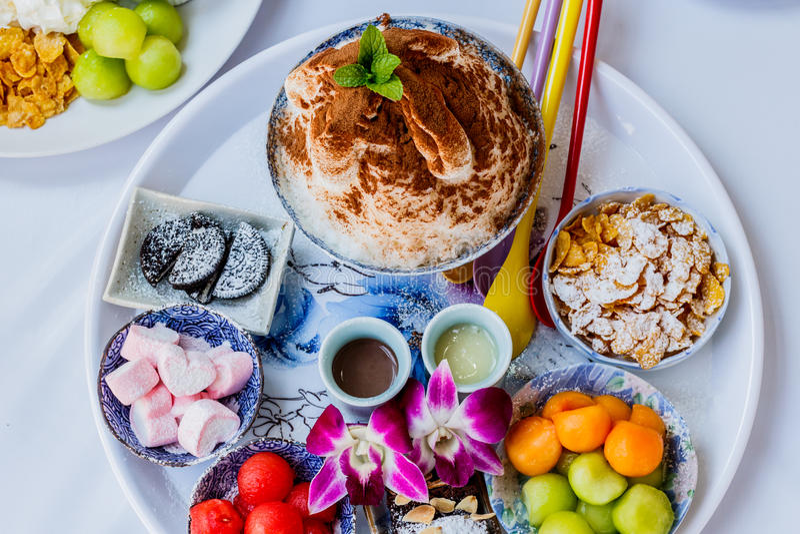 Het dessert van het Bingsuijs met kantaloep royalty-vrije stock foto's